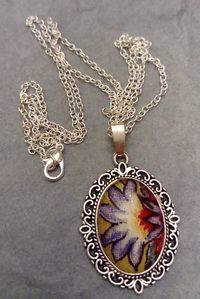 Collier fleur violette